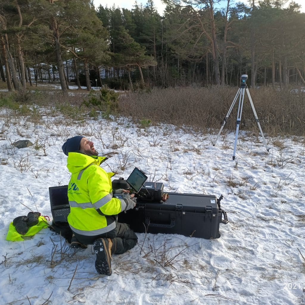 Medyan Antonsen piloting a SeaBee drone for the first test flight of the year at Danmarkbukta.